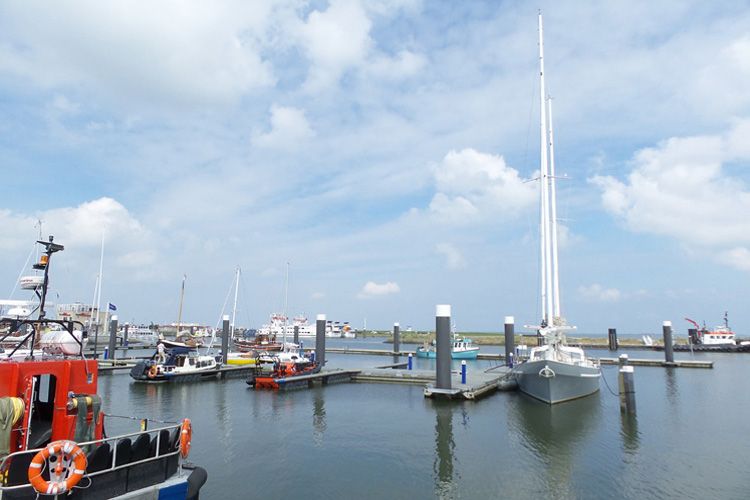 De Horizon slapen in hutten haven Lauwersoog